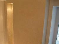 Декоративная штукатурка в коридоре - фото