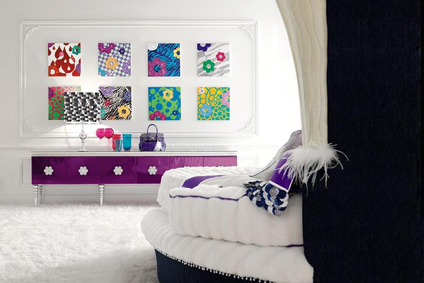 маленькие картины на стене